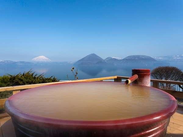 地上32mに位置する空中露天風呂。まるで洞爺湖の絶景を独占したような気分に。
