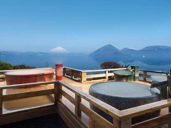晴れた日には洞爺湖の中央に浮かぶ'中島'と羊蹄山を一望することができます。