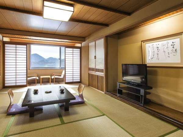 【湖側和室】畳にはリラックス効果が御座いますどうぞゆったりとお寛ぎ下さいませ