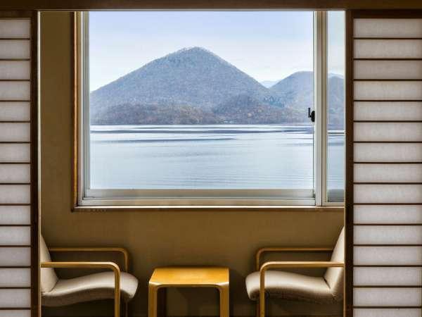 【湖側客室からの眺め】天気が良い日は'中島'と'羊蹄山'を一望出来ますよ♪