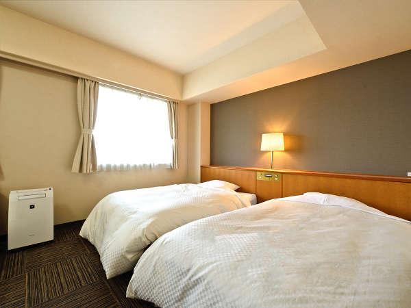 *【ツインルーム】一般的なツインルームより広いお部屋なので、ゆったりとお使いいただけます。