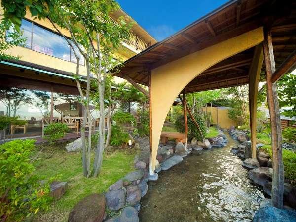 【 中庭 】庭園の足湯