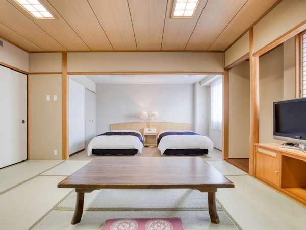 和洋室(広さ43.5㎡/ベッド幅124㎝×2台+布団)