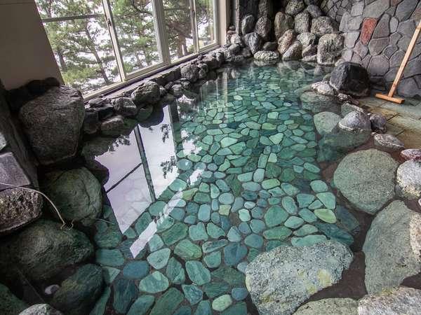 大浴場♪源泉かけ流しの温泉を海を見ながらゆったりとお楽しみください!