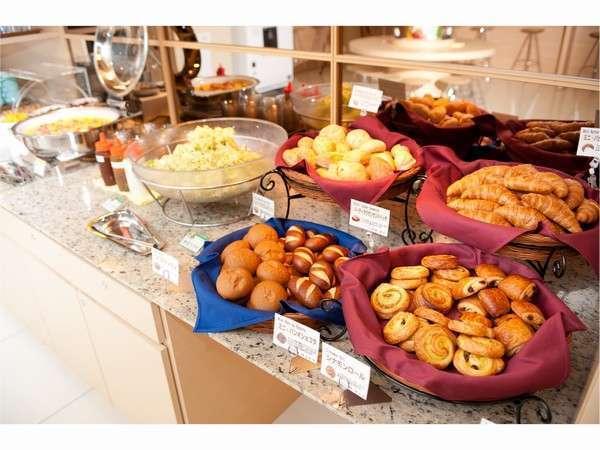 【無料焼きたてパン健康朝食】毎日6:30~ご用意しております♪