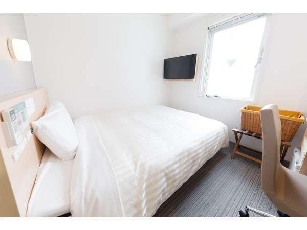 眠りを追求した140cm~150cm幅のワイドベッドと適度な硬さのマットでぐっすりお休み下さいませ☆