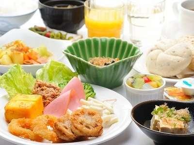 【バイキング朝食無料宣言】バイキング朝食で朝から元気に!あなたの旅を愉しく!