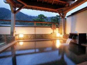 【露天風呂】夕暮れの露天風呂