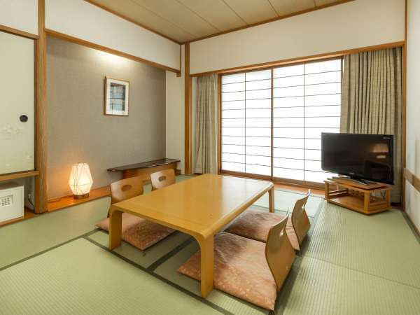和室 京間10畳の広々とした和室。お客様ご自身でお布団を敷いていただくシステムとなっております。