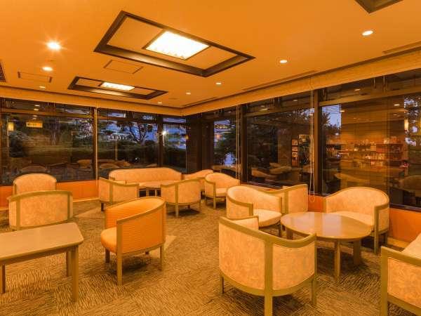 新館ラウンジ ガラス張りの開放感溢れるラウンジです。