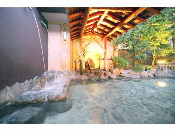 露天風呂・男湯さわやかな景色を見ながら、なめらかな温泉に癒されて。