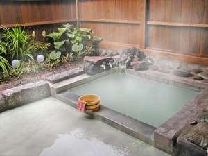 【日光湯元温泉 紫雲荘】乳白色の温泉を持つ、奥日光の大自然に囲まれた静かな温泉宿