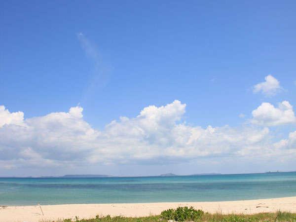 ヤカビーチ(ビーチに沿った遊歩道は約2kmあり散策に。海岸監視員はおりませんので海遊びは自己責任で)