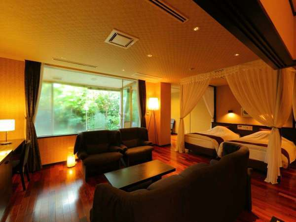 天蓋のついたベッドが特徴的な特別和洋室☆お姫様気分でゆっくり寛げる