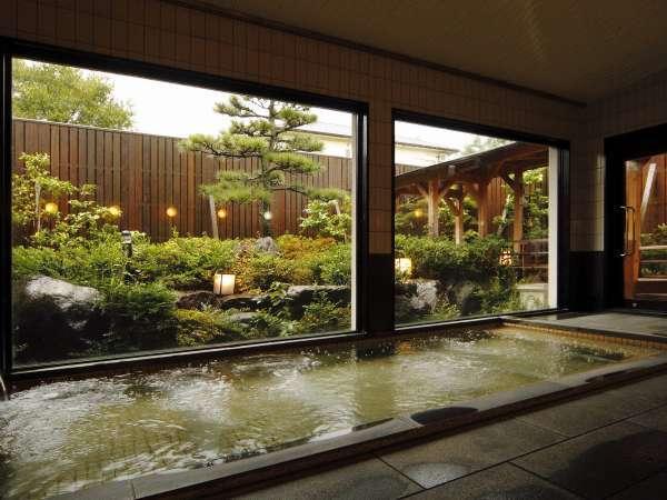 大浴場の内風呂。天然の鷹巣温泉。トロっとしてやわらか疲れもとれます。