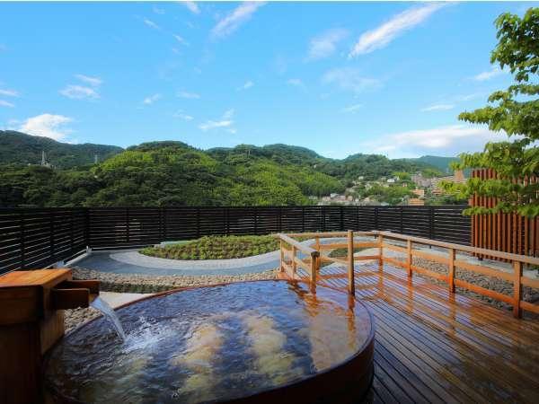 【3階 貸切展望露天風呂】檜の浴槽から眺める箱根外輪山15:00~24:00/6:00~9:00
