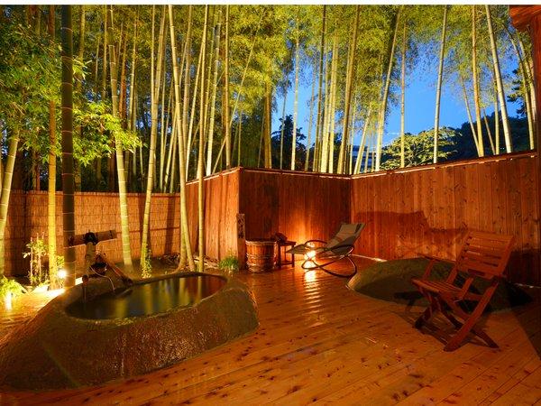 2014年10月オープンの貸切野天「かぐやの湯」夜景。竹林がライトアップされ美しい