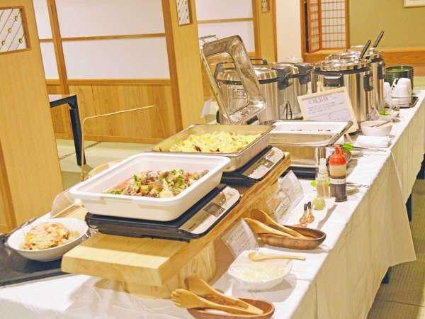 《お食事処ほたる夕食・ハーフハイキング・ビュッフェコーナー》どれもオススメな食材を多用。