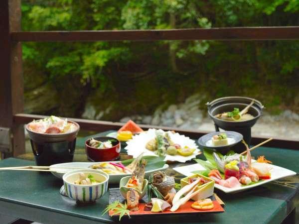 川床・ベーシックコース【初夏の一例】板前の腕が光る会席料理を最高のロケーションで。
