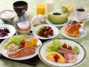 ご朝食は6:45~9:30 和洋食バイキングスタイルになっております