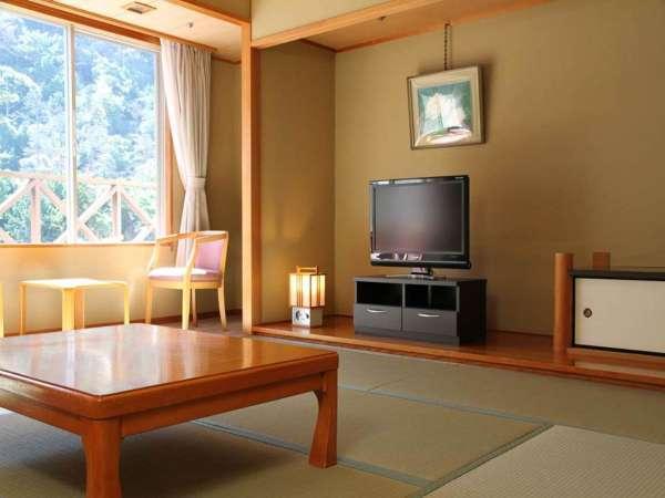 自然に囲まれた客室は静かな空間でゆったりお過ごしいただけます。