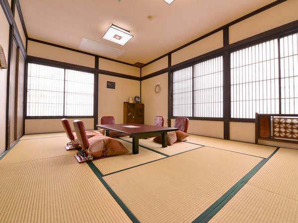 *和室12畳/畳の香りがほのかに薫る心安らぐお部屋でお寛ぎ下さい。