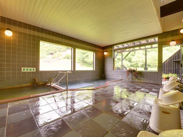 *大浴場/疲れをやさしく癒してくれる泡風呂と薬草風呂。