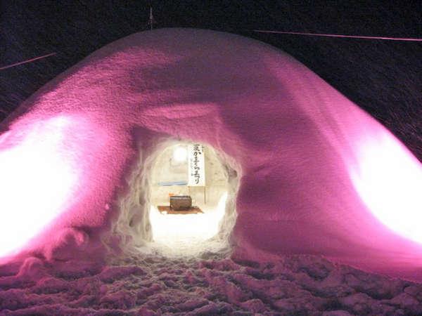 *【雪国体験:かまくら】ひんやりしつつも、風が無いので意外に温かい!?ぜひ一度経験してみてください♪