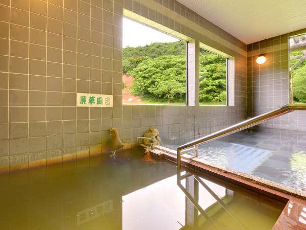 *【大浴場】疲れをやさしく癒してくれる泡風呂と薬草風呂。