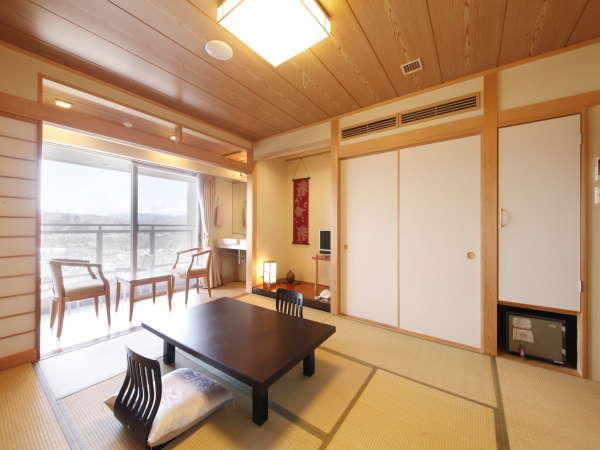 【本館・和室】最上階、禁煙フロアの和室10畳のお部屋。定員は5名。