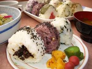 朝食おにぎり無料サービス 古代米おにぎりが人気!!