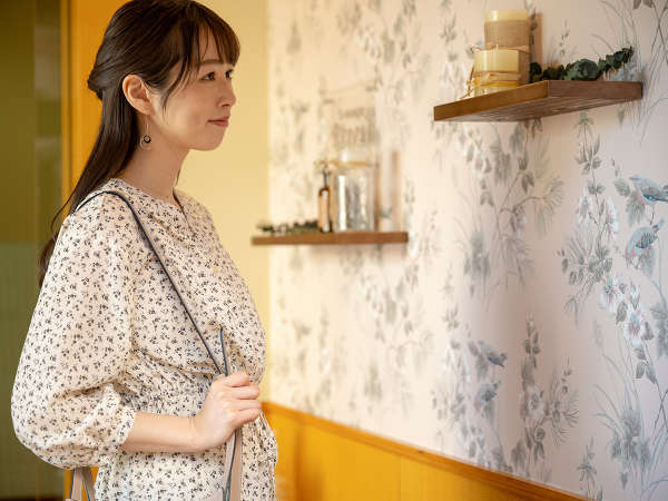 【朝カフェ/エントランス】インテリアにこだわったカフェのエントランスもお愉しみ下さい♪
