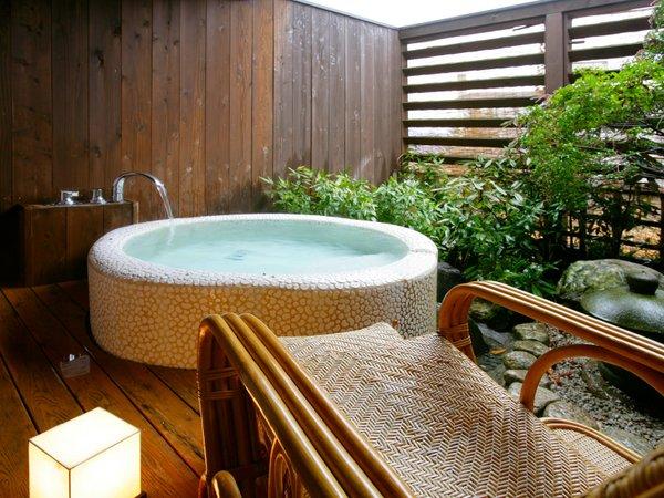 露天風呂付客室の露天風呂(シャワー無し)