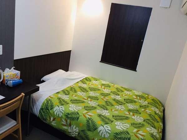 ☆当館の室内です。シックで落ち着きのあるお部屋となっております。ふかふかのベッドでお休みください。