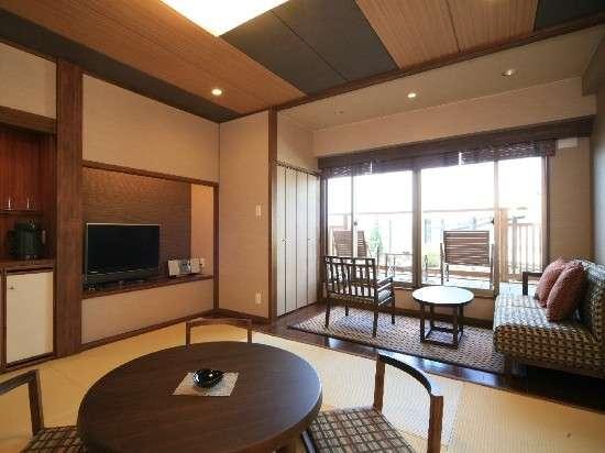【豆陽亭】和室2階レトロモダン客室はバルコニーから望む庭園風景が魅力