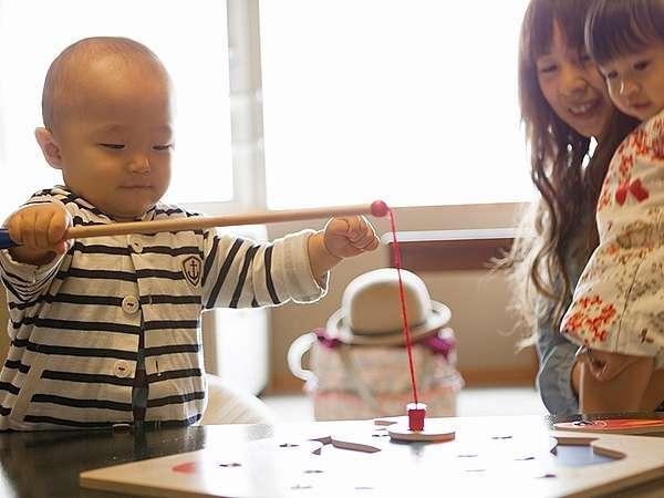 赤ちゃん・幼児向けのグッズもやキッズプレイルームも完備