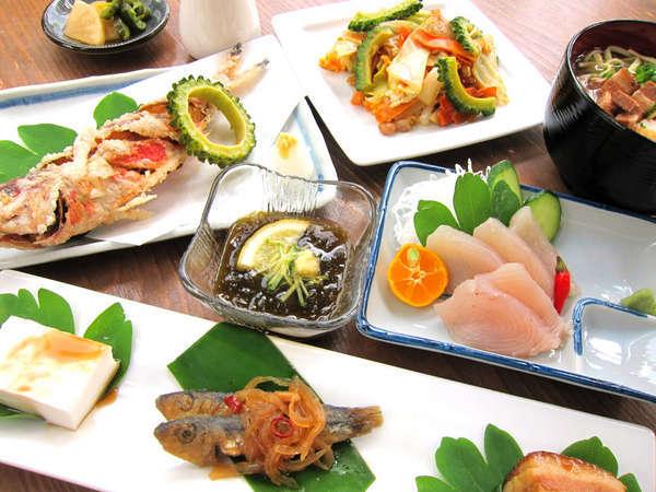 *【沖縄御膳】ジーマミー豆腐、島魚のお刺身など、沖縄の郷土料理がたっぷり♪
