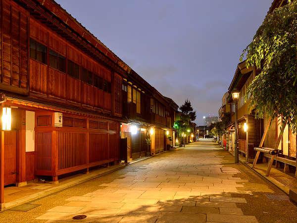 当宿より徒歩1分「にし茶屋街」です。