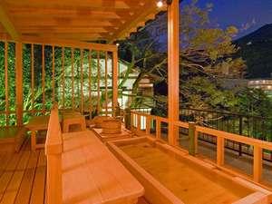 当館最上階にある総檜造りの天空足湯!沢音をBGMに湯河原の山々を眺めながらのんびりと・・
