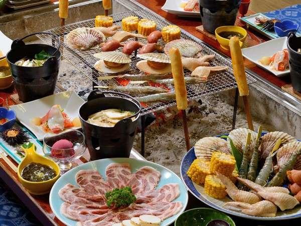 十和田湖高原ポーク桃豚、味噌付けタンポ、せんべい汁などの炉端料理一例