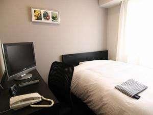 120cm幅セミダブルベッドを全室で採用。サータ社最高級マットレス&低反発枕で天使の寝心地♪