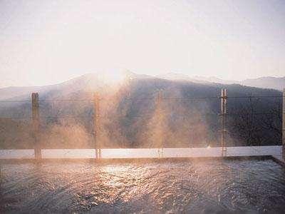 朝陽に染まる【美肌の湯】!露天風呂で心も体もホッカホカ♪