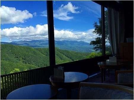 ラウンジRIGIからの絶景八ヶ岳連峰の眺めは抜群♪