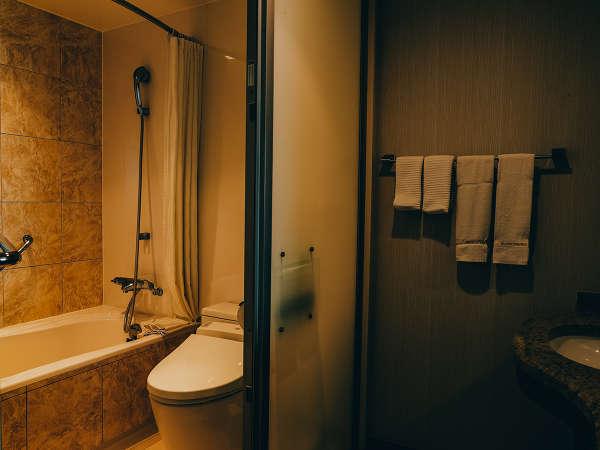 【スタンダードツイン(オーシャンウィング)】バスルームはユニットバスタイプ。