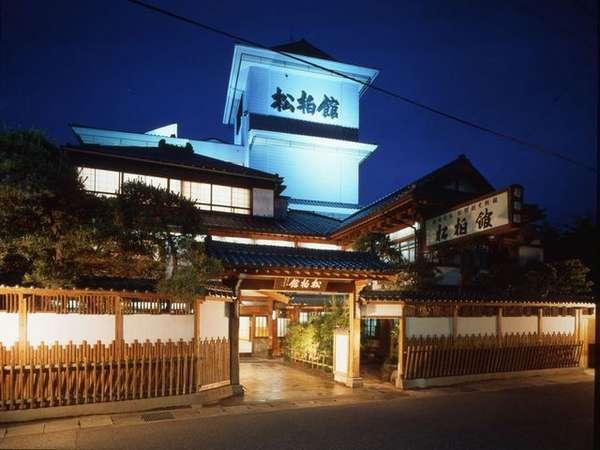 ◆松柏館/外観(夜)
