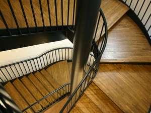 螺旋階段は芸術的なフォルムでうっとり!!