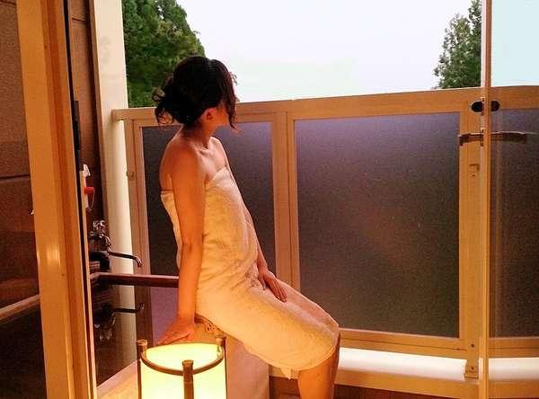 全室に付いているテラス露天風呂。自慢の泉質です。しっとり、すべすべ美肌の湯☆