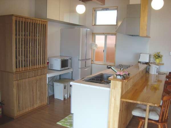 製氷機付き大型冷蔵庫・IHクッキングヒーターなどキッチン家電も充実。食材持ち込みできます。