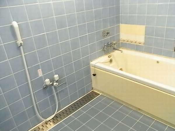 ツイン部屋のジャグジー風呂♪