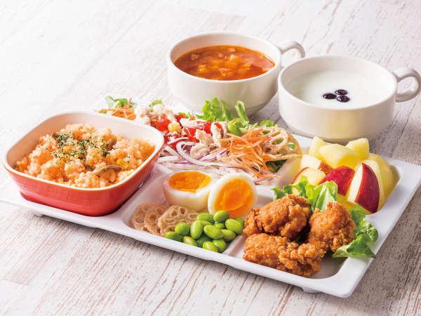◆朝食盛り付け例◆ピラフ◆朝からしっかり食べたい方には、お肉メニューがぴったり!